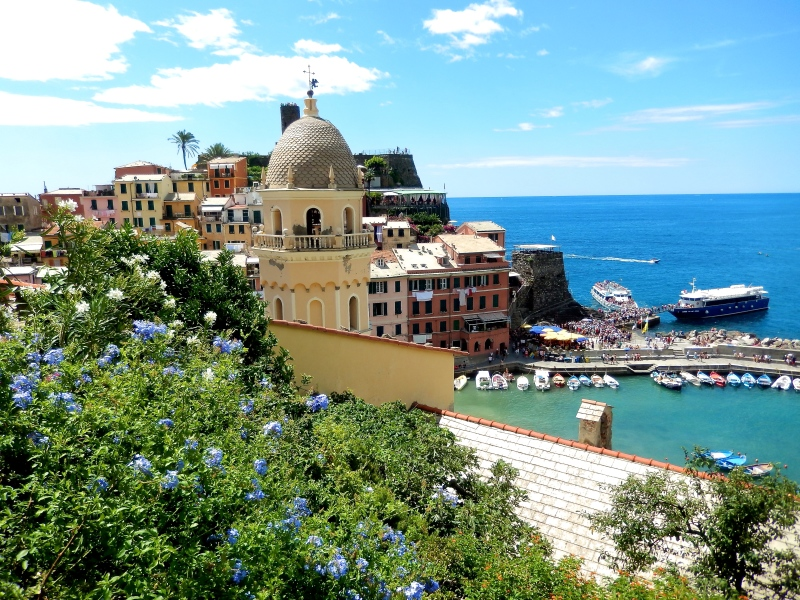Travel #CinqueTerre with kids via @DishOurTown