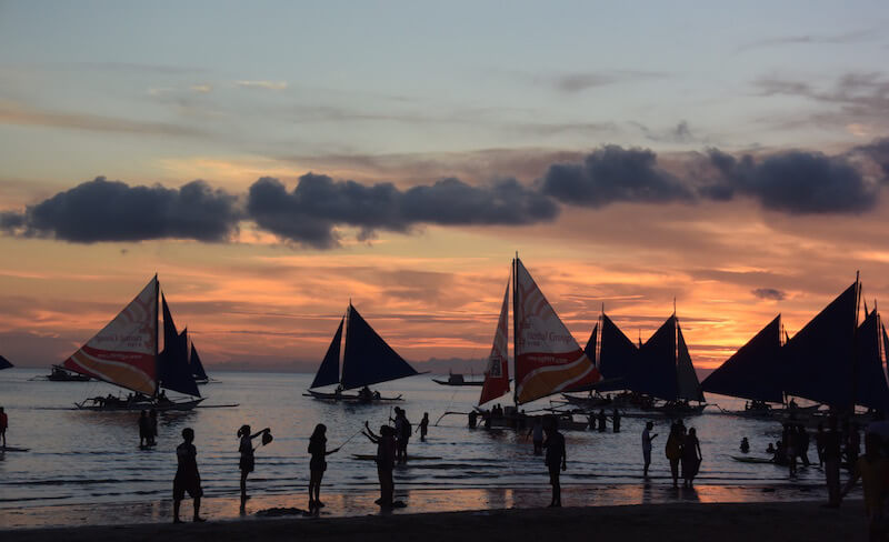 The arrival: #Boracay, a treat for the eyes and stomach via @DishOurTown