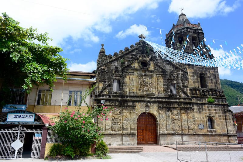 Carving out a past in #Paete #Laguna in the Philippines via @DishOurTown #familytravel
