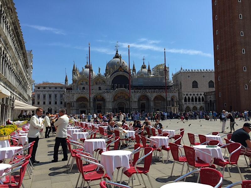 Unearthing Hemingway and Some Clams in #Venice with @dishourtown #familytravel