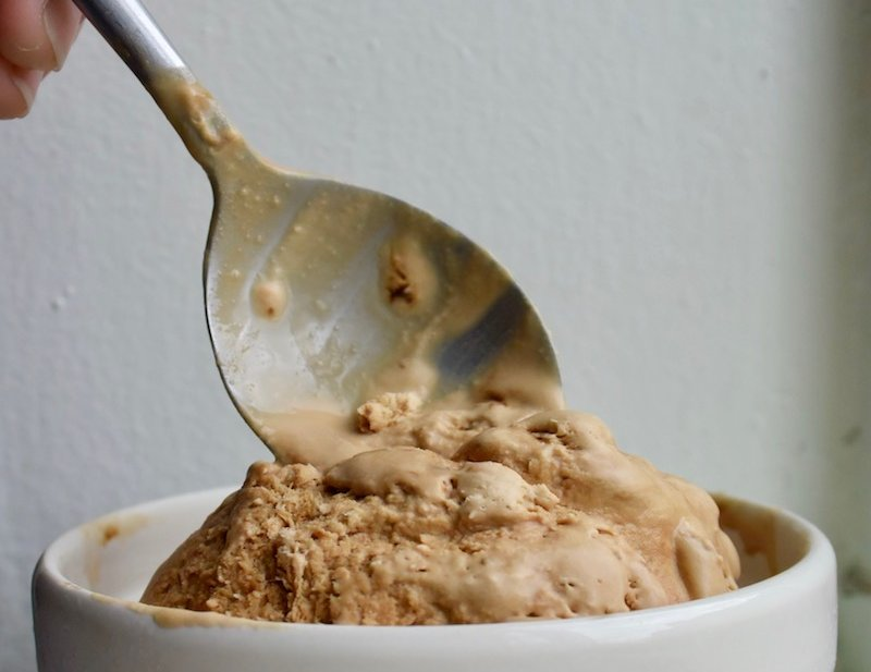 Baileys Irish Cream No-Churn Ice Cream via @dishourtown #baileysirishcream #easyrecipe #icecream