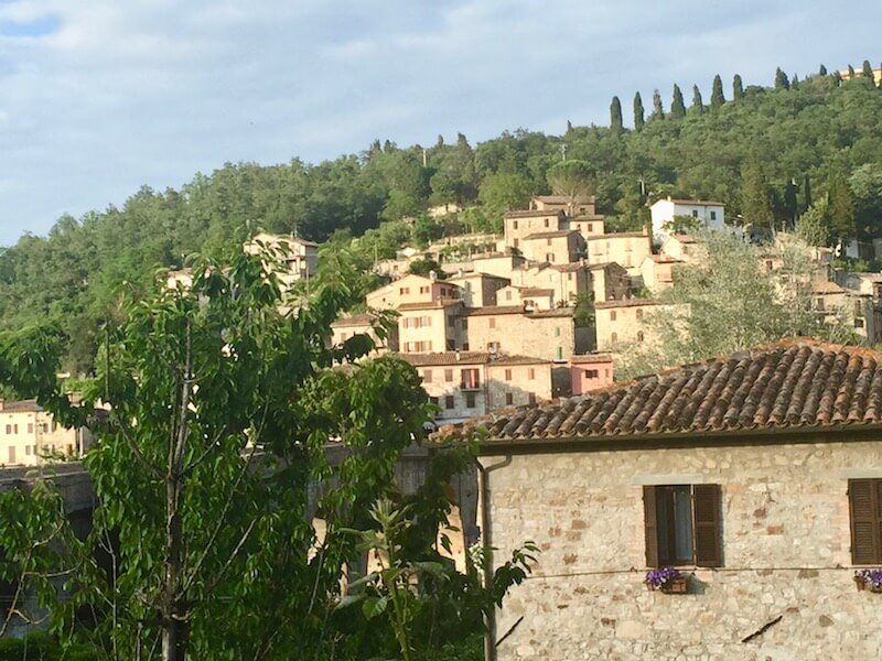 Autumn travel in Umbria with @dishourtown #visitumbria #autumninumbria #autumninitaly