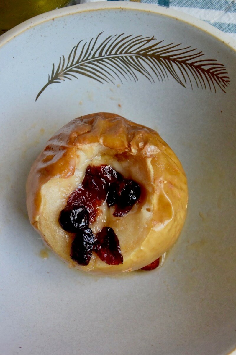 AD Baked Apples with Cheddar Cheese, Sugar. Cranberries and CK Mondavi Chardonnay. A very easy dessert to make in autumn or the Christmas Season. #CKMondaviWines #CKMondaviAmbassador #CKMondaviHolidayBaking #ChristmasDessert #apples #bakedapples