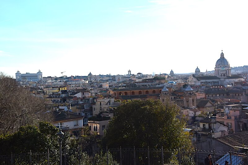 This is the perfect 5-day itinerary for Rome with kids.  A complete guide on Where to Stay, Things to do and What to eat in Rome. #familytravel #kidswhotravel #Rome