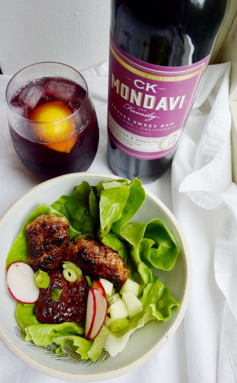 Healthy Grilled Pork Lettuce Wraps paired with Ck Mondavi Wine Cocktails. The perfect late summer grilled salad recipe. #grilledpork #latesummerrecipe #easyrecipe